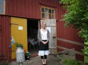 Ida framför kvarnen, Idas Café, sommaren 2009.