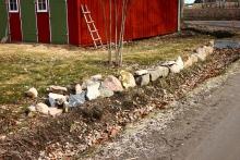 muren vi byggde med hjälp av stenarna från murstocken.
